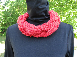 Intertwisted Cowl